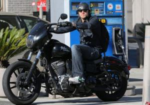 charlie-hunnam-motorcycle-ride-on-emmys-sunday-06_zps71629e38