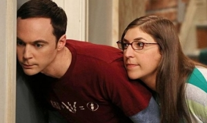 TheBigBangTheory-Episode702-TheDeceptionVerification-PromotionalPhotos6_595_slogo_zps827a8aff