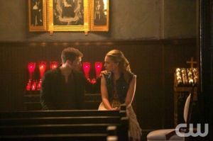 the-originals-season-1-episode-4-girl-in-new-orleans-cami-klaus-talk-church